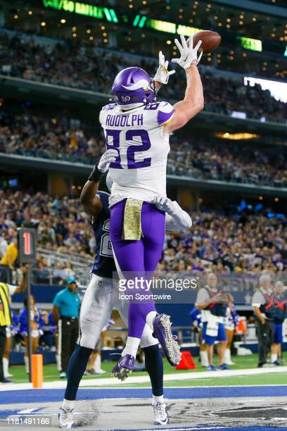 Minnesota Vikings Tight End Kyle Rudolph catches a two-point conversion during the game between the Minnesota Vikings and Dallas Cowboys on November...