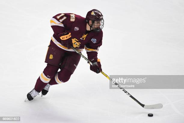 MinnesotaDuluth Bulldogs forward Avery Peterson controls the puck during the NCAA men's national championship game between the MinnesotaDuluth...