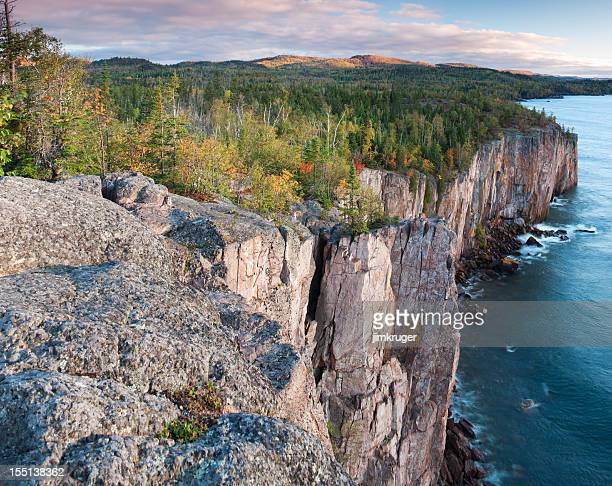 "minnesota's ""north shore"" on lake superior. - minnesota bildbanksfoton och bilder"