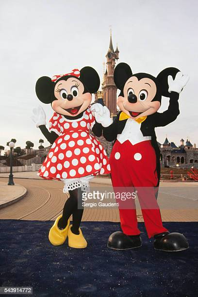Minnie and Micky at the Disneyland Paris theme park during its construction