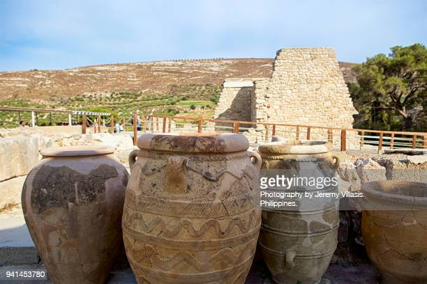 minoan pottery, knossos palace, crete - classic greek pottery stock photos and pictures