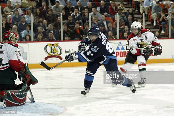 Minor League Hockey: Rimouski Oceanic Sidney Crosby in action, taking shot vs Halifax Mooseheads, Halifax, CAN