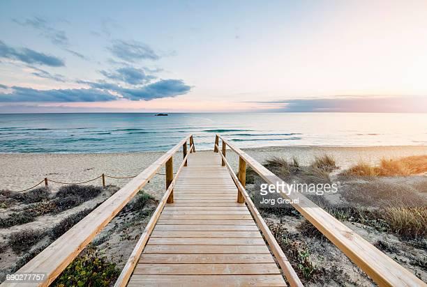 minorca beach at sunset - descrição geral - fotografias e filmes do acervo