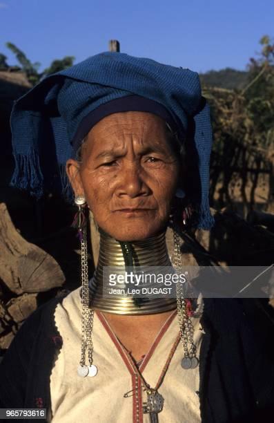 Minorité ethnique des Padaung connue pour ses femmes girafes, ainsi nommées à cause de la spirale de métal qui abaisse leur cage thoracique, faisant...