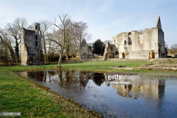 Minster Lovell Hall Oxfordshire circa 1980circa 2017 View from the southeast Formerly one of the great aristocratic houses of the county the house...