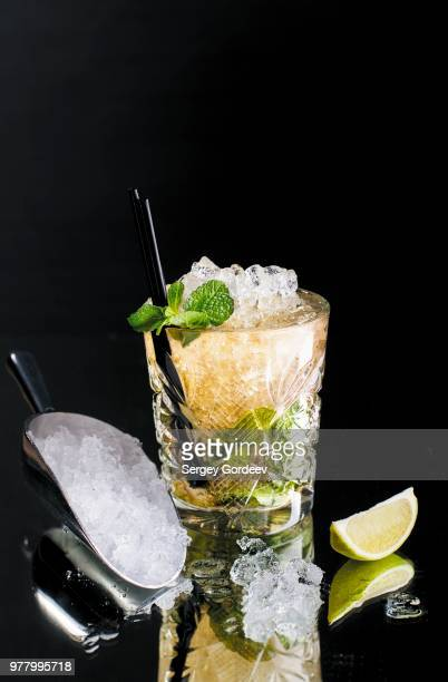 mint julep cocktail - mint julep stock pictures, royalty-free photos & images