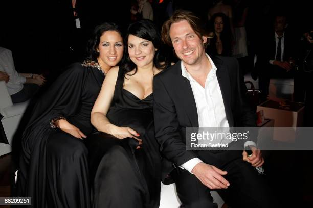 Minu Barati Fischer actress Jasmin Tabatabai and boyfriend Andreas Pietschmann attend the after party at the 2009 German Film Awards on April 24 2009...