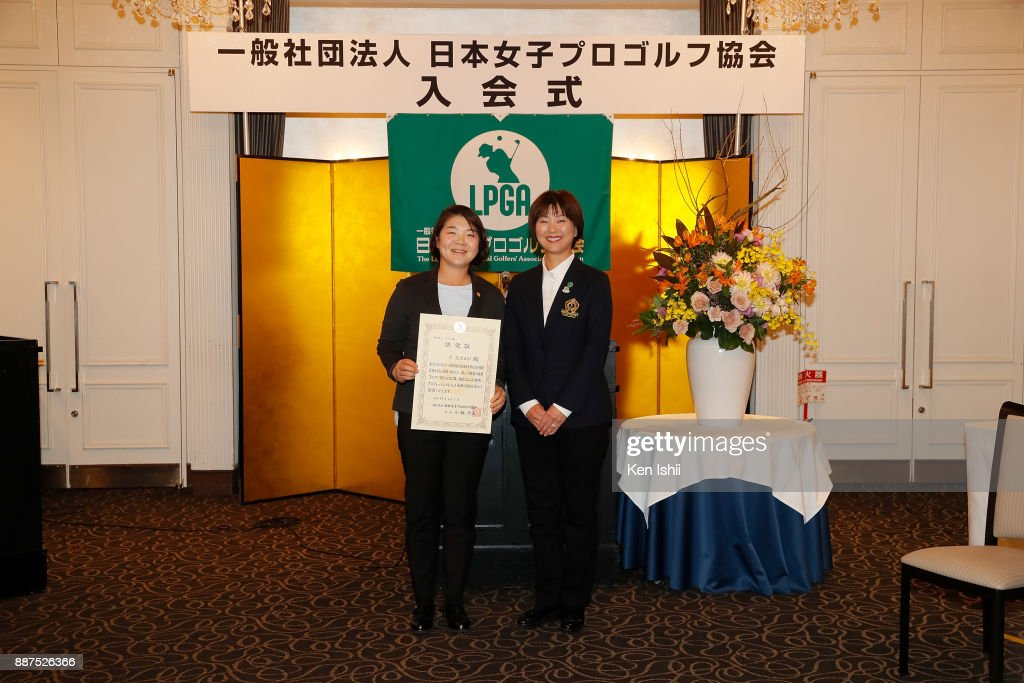 Min-Young Lee (L) of South Korea receives a certificate from LPGA president Hiromi Kobayashi during the Ladies Professional Golfers' Association of Japan induction ceremony at Hotel Monterey Ginza on December 7, 2017 in Tokyo, Japan.