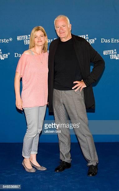 Mira Bartuschek und Peter Bongartz Schauspieler beim Fototermin in Hamburg anlaesslich der Vorstellung der neuen Vorabendreihe Fuchs und Gans