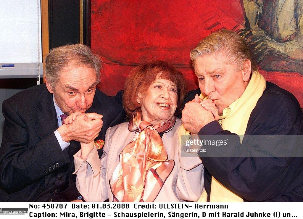 Mira, Brigitte - Schauspielerin, D/ mit Harald Juhnke (l.) u. Guenter Pfitzmann : News Photo