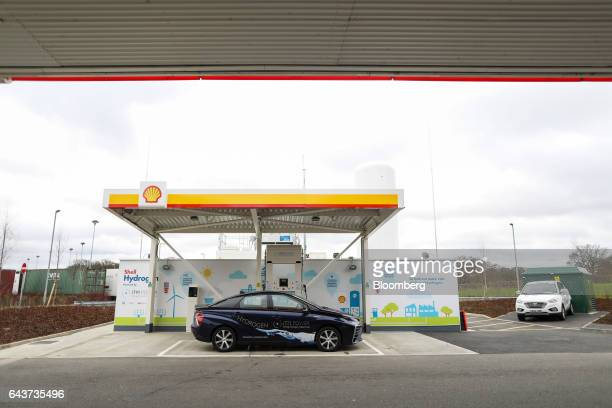 A Mirai hydrogen fuel powered automobile manufactured by Toyota Motor Corp sits on the forecourt at Royal Dutch Shell Plc's first UK hydrogen...