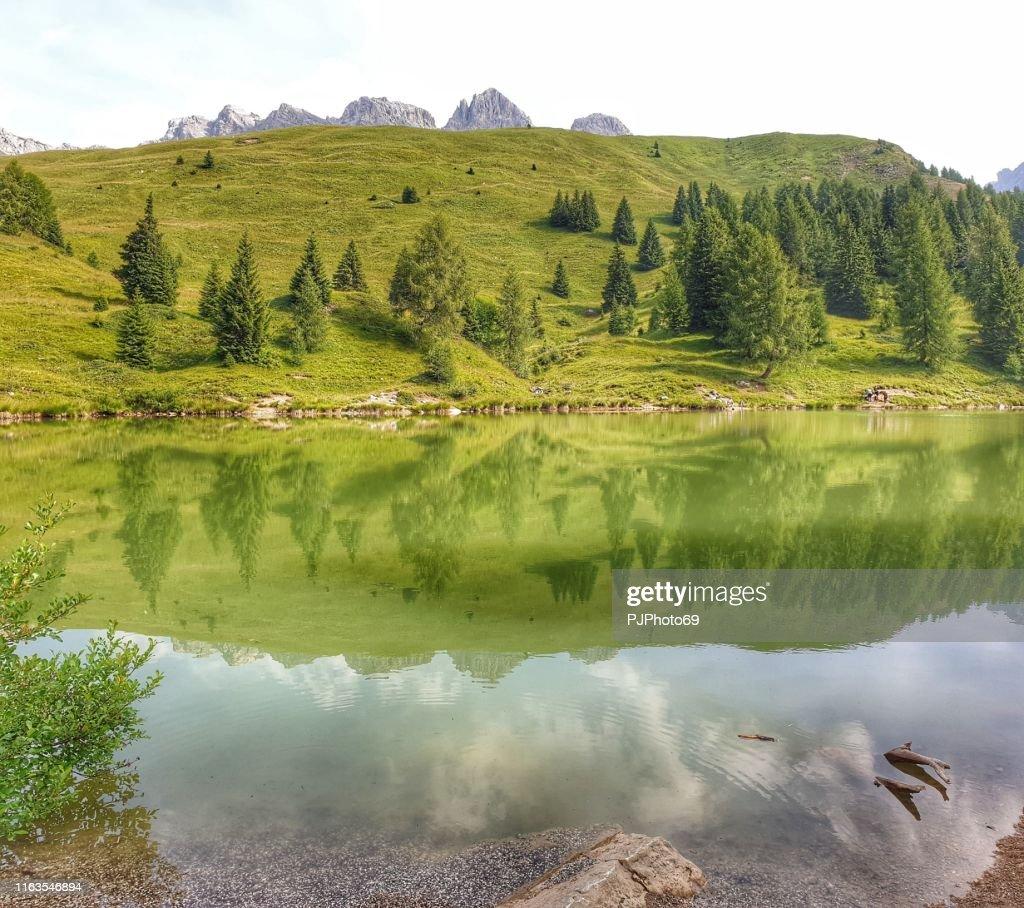 Meer van Miralago-Passo San Pellegrino-Dolomitea : Stockfoto