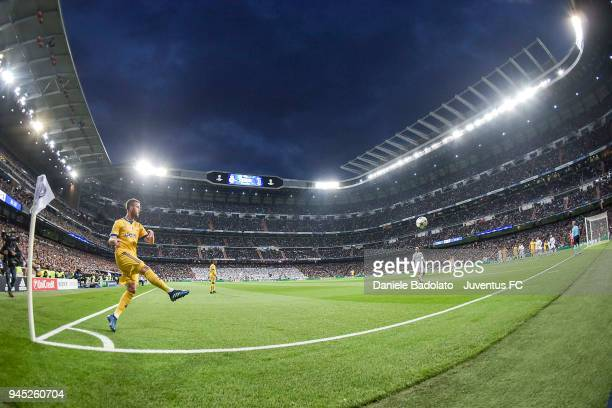Miralem Pjanic delivers a corner kick during the UEFA Champions League Quarter Final Second Leg match between Real Madrid and Juventus at Estadio...