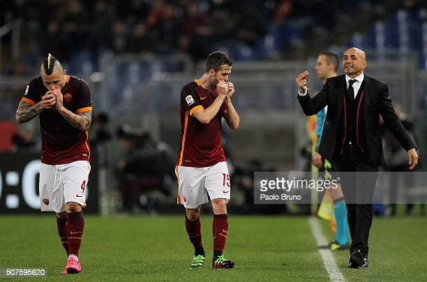 Miralem Pjanic drinks water as his head coach Luciano Spalletti of AS Roma reacts after the team's third goal during the Serie A match between AS...