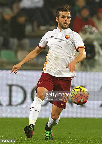 Miralem Pjanic of AS Roma in action during the Serie A match between US Sassuolo Calcio and AS Roma at Mapei Stadium Città del Tricolore on February...