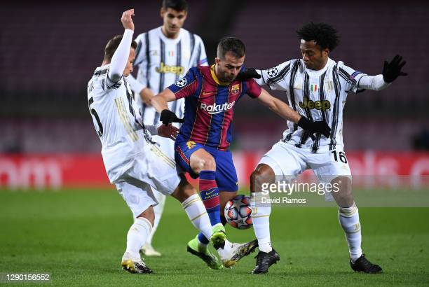 Miralem Pjanic of Barcelona is challenged for the ball by Arthur and Juan Cuadrado both of Juventus F.C. During the UEFA Champions League Group G...