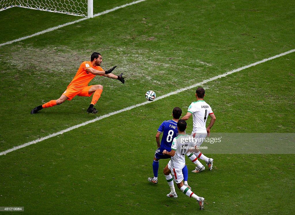 Bosnia-Herzegovina v Iran: Group F - 2014 FIFA World Cup Brazil : News Photo