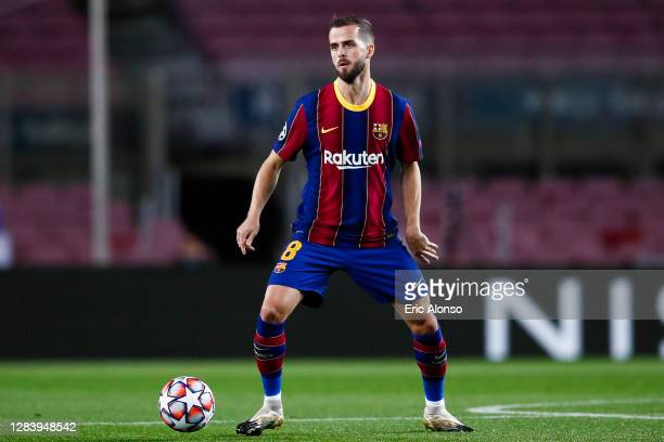 Miralem Pjanic of FC Barcelona controls the ball during the UEFA Champions League Group G stage match between FC Barcelona and Dynamo Kyiv at Camp...