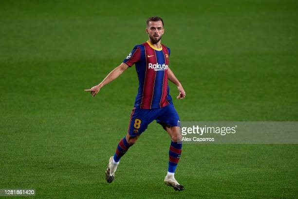Miralem Pjanic of FC Barcelona gives instructions during the UEFA Champions League Group G stage match between FC Barcelona and Ferencvaros Budapest...