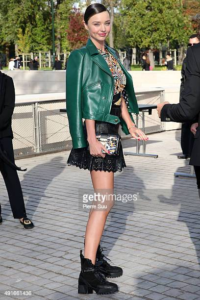 Miranda Kerr arrives at the Louis Vuitton show as part of the Paris Fashion Week Womenswear Spring/Summer 2016 on October 7 2015 in Paris France