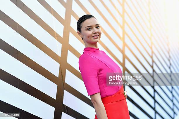 Miranda Kerr attends the Louis Vuitton show as part of the Paris Fashion Week Womenswear Spring/Summer 2017 on October 5, 2016 in Paris, France.