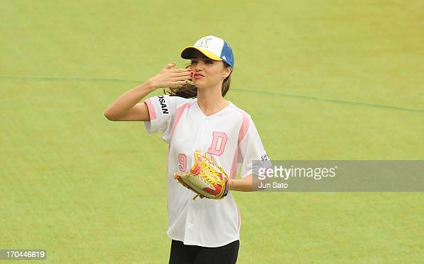 Miranda Kerr greets fans as she throws first pitch at Jamsil Baseball Stadium on June 13 2013 in Seoul South Korea