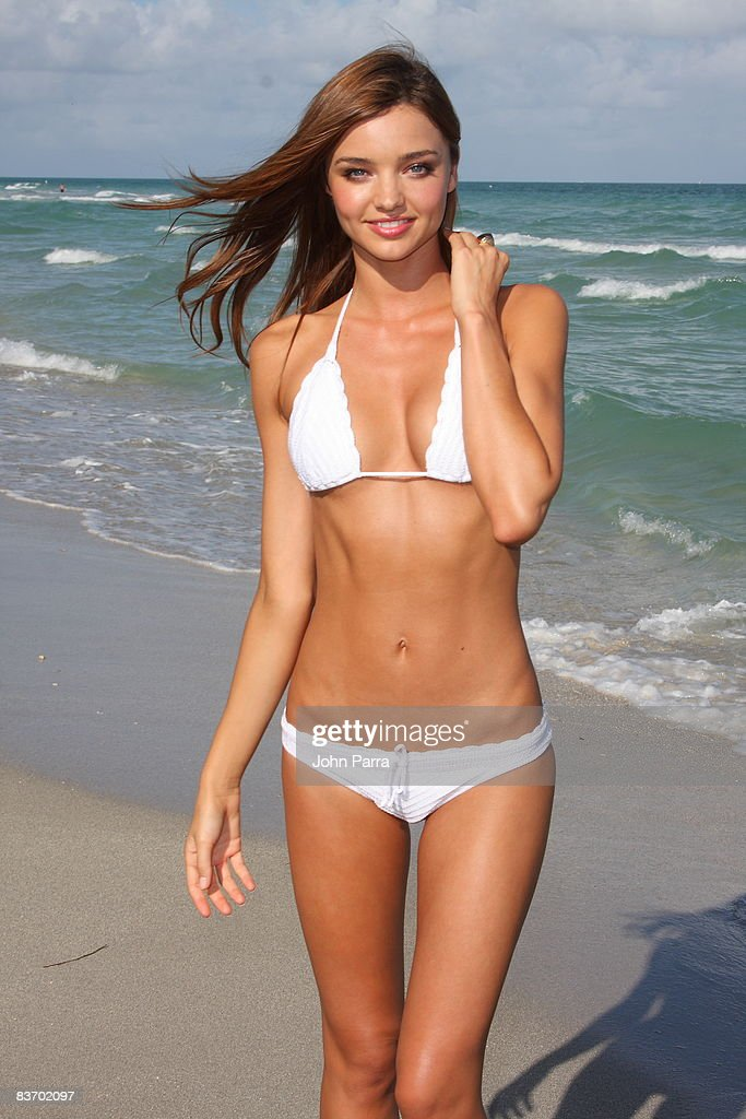 Victoria's Secret Supermodels Beach Photo : News Photo