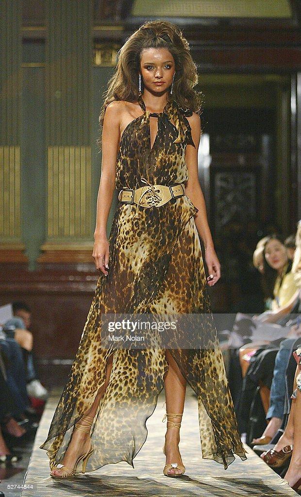 Lisa Ho: Runway - Mercedes Australian Fashion Week : News Photo