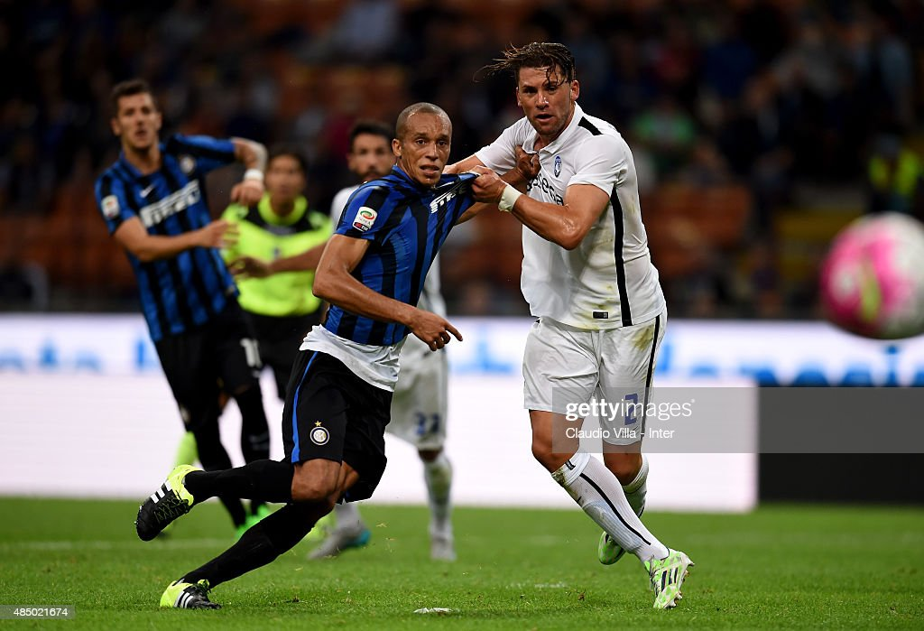 Miranda of FC Internazionale (L) and Guglielmo Stendardo of Atalanta BC compete for the ball during the Serie A match between FC Internazionale Milano and Atalanta BC at Stadio Giuseppe Meazza on August 23, 2015 in Milan, Italy.