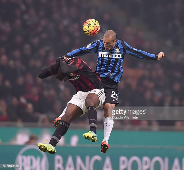 Miranda of FC Internazionale and Mario Balotelli of AC Milan during the Serie A match between AC Milan and FC Internazionale Milano at Stadio...