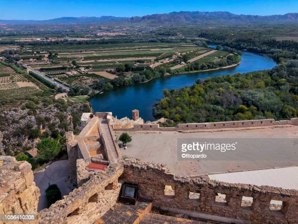 miravet castle or castell de miravet and the ebro river - {{asset.href}} stock pictures, royalty-free photos & images