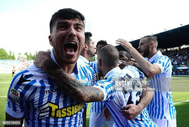 Mirco Antenucci of Spal celebrates after scoring his team's second goal during the serie A match between Spal and Benevento Calcio at Stadio Paolo...