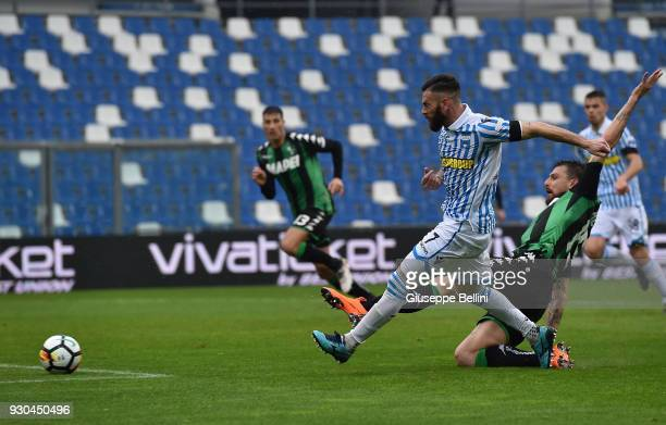 Mirco Antenucci of Spal scores the opening goal during the Serie A match between US Sassuolo and Spal at Mapei Stadium Citta' del Tricolore on March...