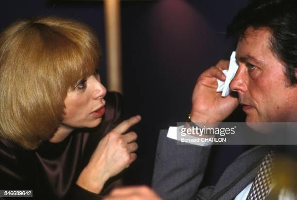 Mireille Darc et Alain Delon apres la premiere du spectacle de Michel Sardou au Palais des Congres le 19 janvier 1983 a Paris France