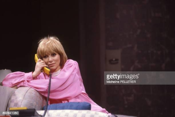 Mireille Darc lors des répétitions de la pièce 'Chapitre II' en janvier 1985 à Paris France