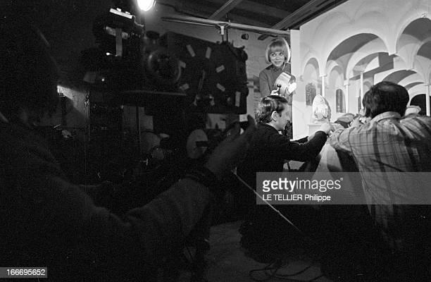 Shooting Of Film 'A Belles Dents' By Pierre GaspardEight And At Home France 21 février 1966 l'actrice Mireille DARC après 10 ans de carrière accède...