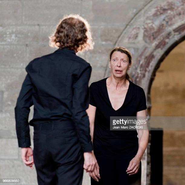 Mireille Herbstmeyer et Frédéric Le Sacripan le 19 juillet 2016 dans 'Les Sept contre Thèbes Eschyle pièces de guerre' une adaptation pour le théâtre...