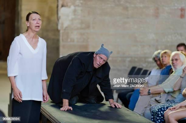Mireille Herbstmeyer et Philippe Girard dans 'Prométhée enchaîné Eschyle pièces de guerre' une adaptation pour le théâtre mise en scène par Olivier...