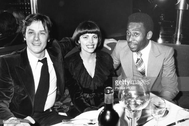 Mireille Mathieu Alain Delon et Pelé soirée à l'Elysée Matignon janvier 1978