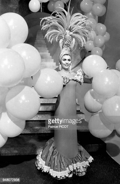Mireille Mathieu déguisée poue un show télé mai 1975