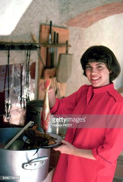 Mireille Mathieu en vacances à la Bedoule juillet 1979