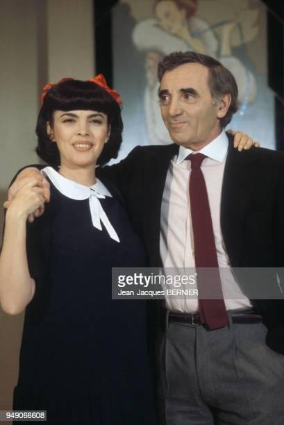 Mireille Mathieu et Charles Aznavour lors d'un show télévisé le 5 décembre 1983 à Paris France