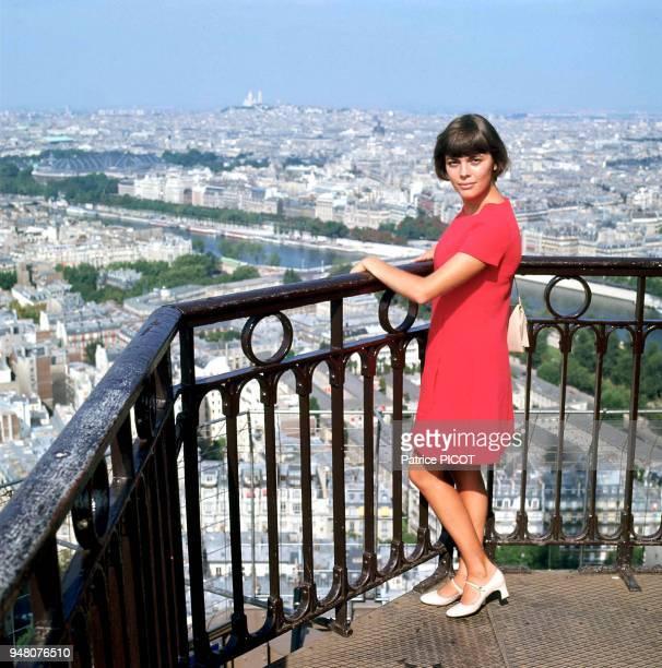 Mireille Mathieu à la Tour Eiffel1969