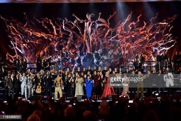 Mireille Mathieu Lionel Richie Federica Panicucci Bonnie Tyler Susan Boyle and artists perform at the Paul VI Hall during Vatican annual Christmas...