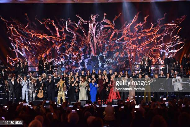 Mireille Mathieu Lionel Richie Federica Panicucci Bonnie Tyler Susan Boyle and artists performs at the Paul VI Hall during the Vatican annual...