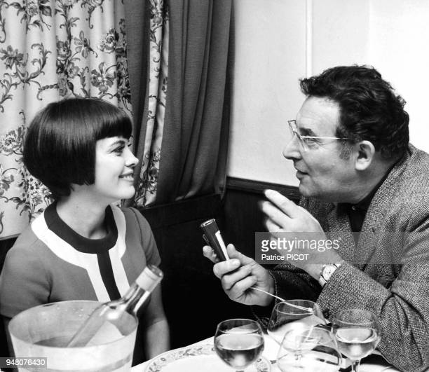 Mireille Mathieu recue à l'Elysée interviewée par Léon Zitrone novembre 1969