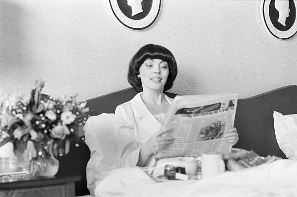 mireille mathieu sings for the french military in berlin. Black Bedroom Furniture Sets. Home Design Ideas