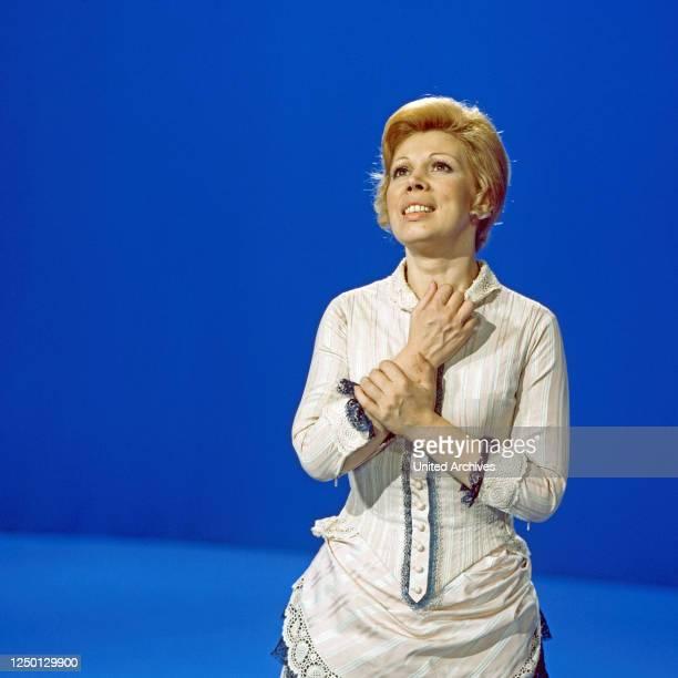 """Mirella Freni, italienische Opernsängerin, zu Gast in der Musiksendung """"Schöne Stimmen"""", Deutschland 1977."""
