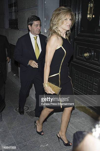 Miriam Lapique and Alfonso Alcocer attend a dinner in honour of designer Michael Kors on May 24 2012 in Madrid Spain