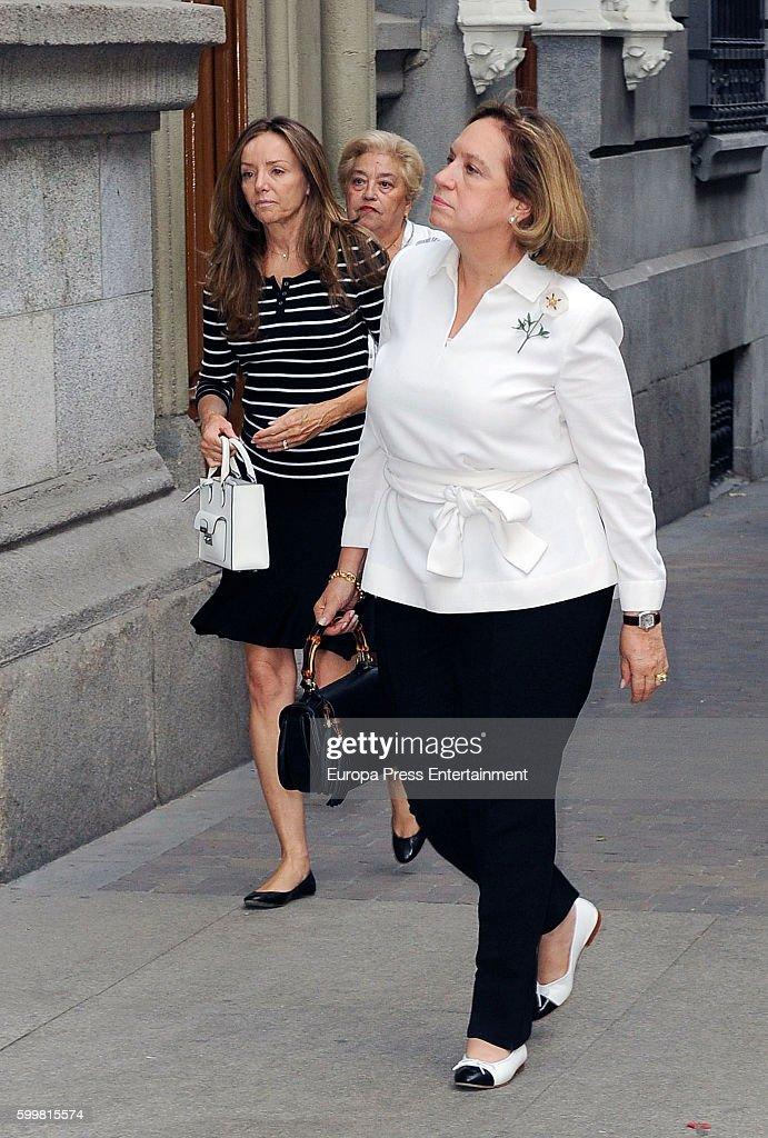 Miriam Ungria (L) attends the funeral chapel for Duke of Medinaceli, Marco De Hohenlohe-langenburg y Medina, at Jesus de Medinaceli basilica on September 6, 2016 in Madrid, Spain.